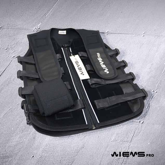 Jacket EMS regolabile black - Con il Jacket EMS regolabile black l'allenamento può essere differenziato per ogni gruppo muscolare, intensità e cronassia.