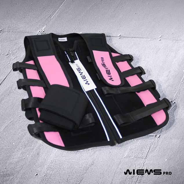 Jacket EMS regolabile Pink - Il Jacket regolabile rosa Pink è utilizzato dai preparatori che allenano gruppi di atleti. Grazie al colore identificano a colpo d'occhio i Jacket regolati con taglie femminili.